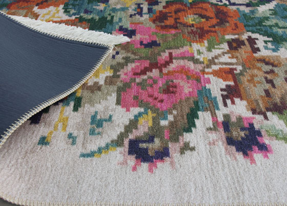 Siesta: Produced with printed technique on to the %100 Polyester fabric 