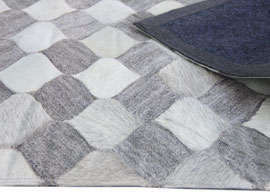 Tabac: Tufted patchwork rug with natural cow leather and kilim - Handmade sewing